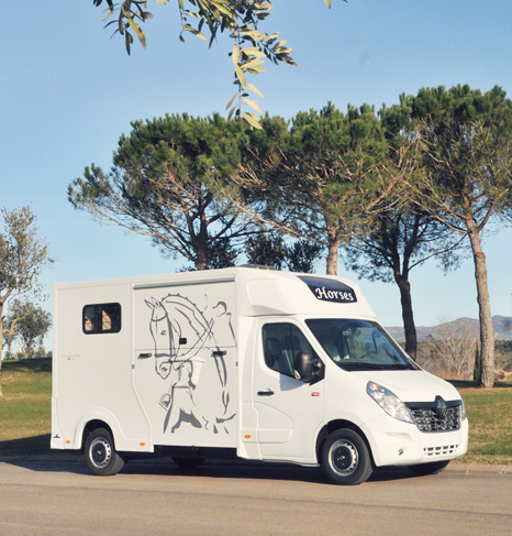 Horse truck Ameline Oblique XL : security, simplicity, grand volume, robustness.